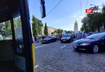 Кортеж Порошенка порушив ПДР у центрі Києва: в Мережі з'явилися фото - today.ua