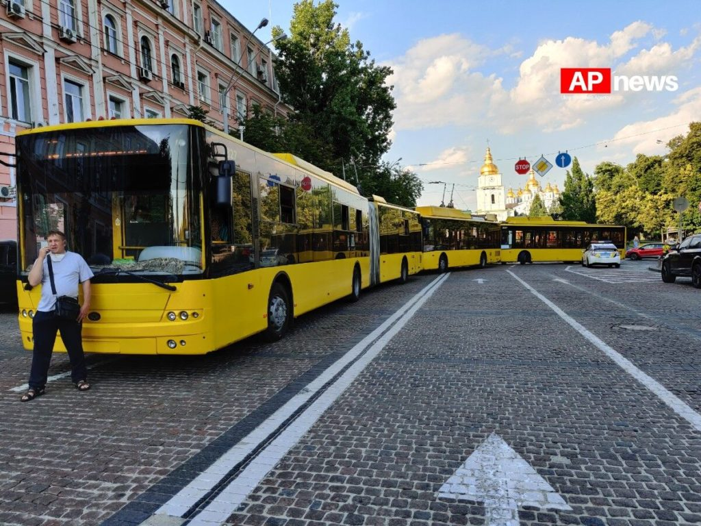 Кортеж Порошенко нарушил ПДД в центре Киева: в Сети появились фото