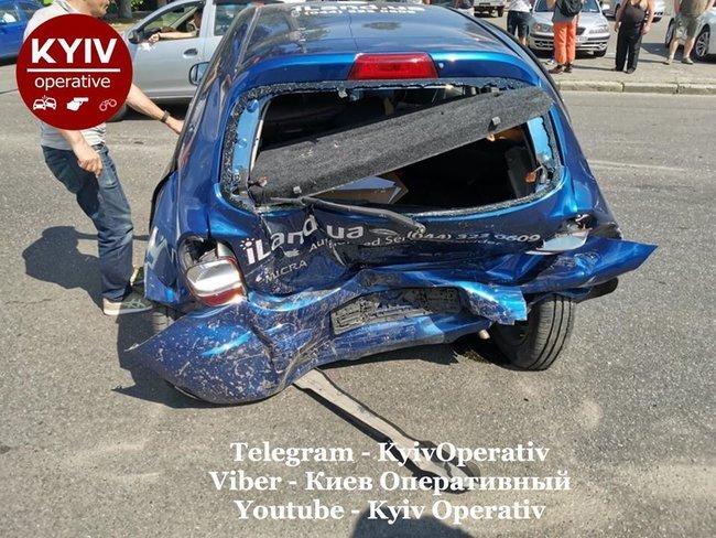 П'яний працівник автомийки розбив Mercedes, який «взяв покататися»