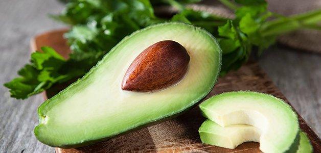 Авокадо может принести вред организму: кому следует исключить продукт из рациона