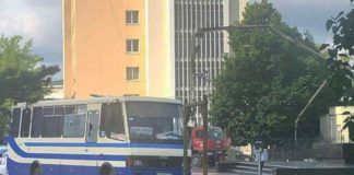 """У Луцьку захопили автобус із заручниками: які умови висунув терорист """" - today.ua"""