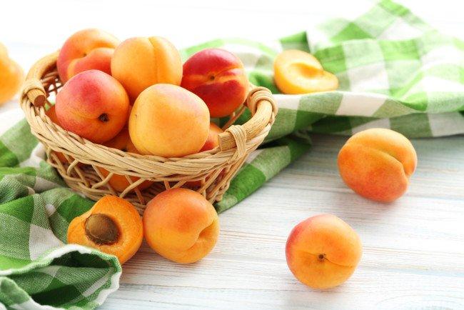 Абрикосы могут быть опасны для здоровья: кому и почему стоит отказаться от сезонных фруктов    - today.ua