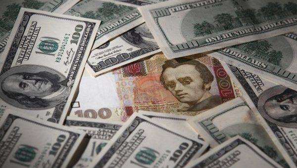 Долар до кінця місяця злетить: що змусить гривню здати йому позиції