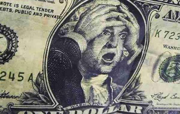 Отставка главы Нацбанка Украины: политики рекомендуют гражданам, пока не поздно, скупать валюту