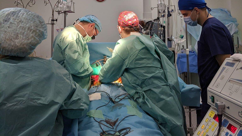 Самая тяжелая ночь в жизни: в Киеве отец дал согласие на трансплантацию органов погибшего сына - today.ua