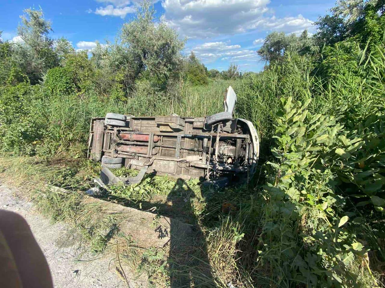 Аварія маршрутки в Дніпропетровській області: водія-втікача шукає поліція - today.ua