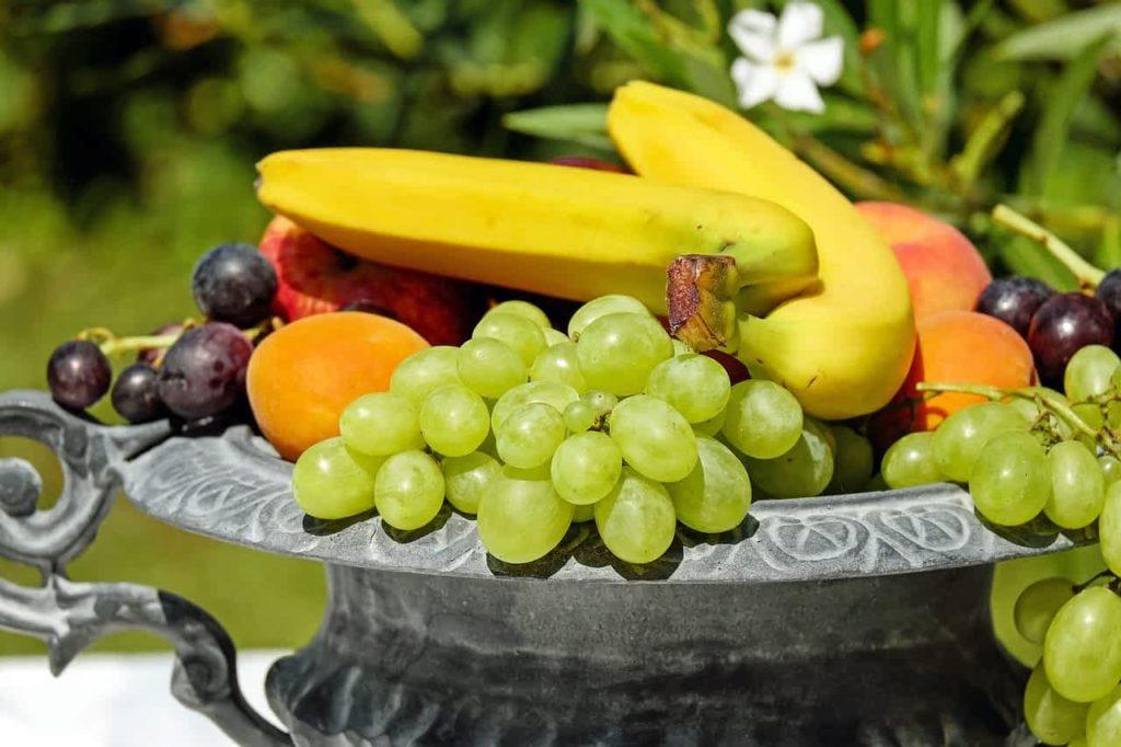 Фрукты и ягоды нельзя есть после обеда: диетологи дали советы
