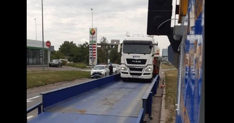 В Киеве водитель фуры получил астрономический штраф: за такие деньги можно купить новый тягач   - today.ua