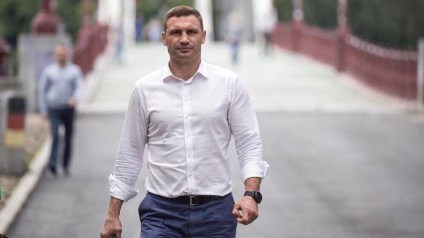 Мэр Кличко расстроил свое имение на Днепре: плавучий дом, вертолетная площадка и другие удобства - today.ua