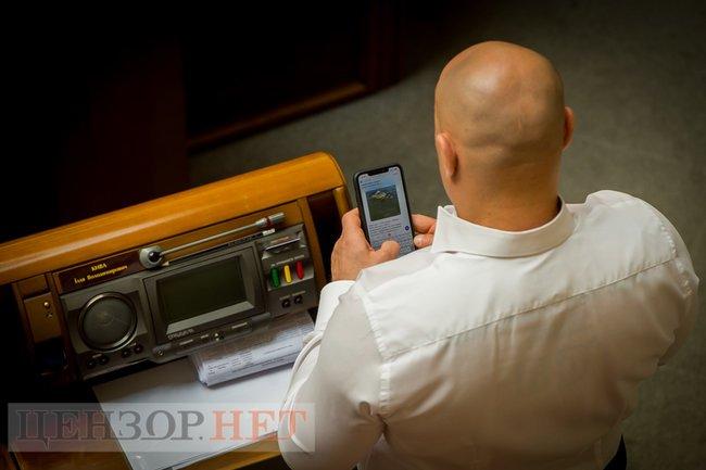 Кива снова игрался своим… мобильным устройством во время заседания Рады: в Сети появилось фото
