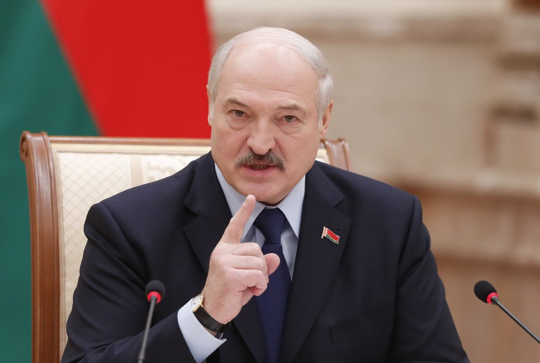 Лукашенко розповів, як потрібно лікувати коронавірус: учені в спантеличені - today.ua