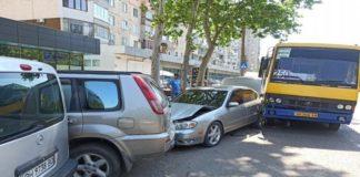 """Водій маршрутки втратив свідомість від спеки і протаранив чотири автомобіля """" - today.ua"""