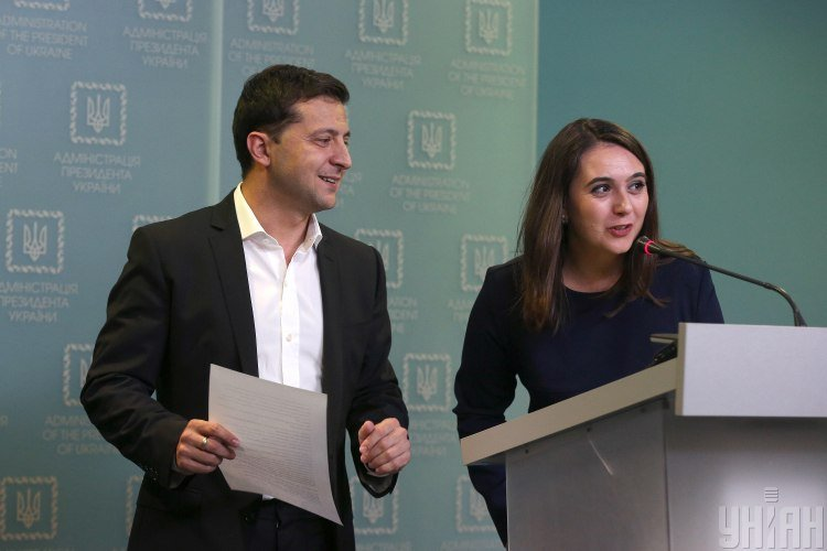 Мендель зарабатывает почти вдвое больше Зеленского: какие тайны хранят зарплаты президента и его пресс-секретаря