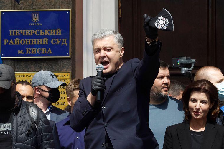 Пока соратники Порошенко собираются под Банковой, САМ уже греется в Турции - today.ua