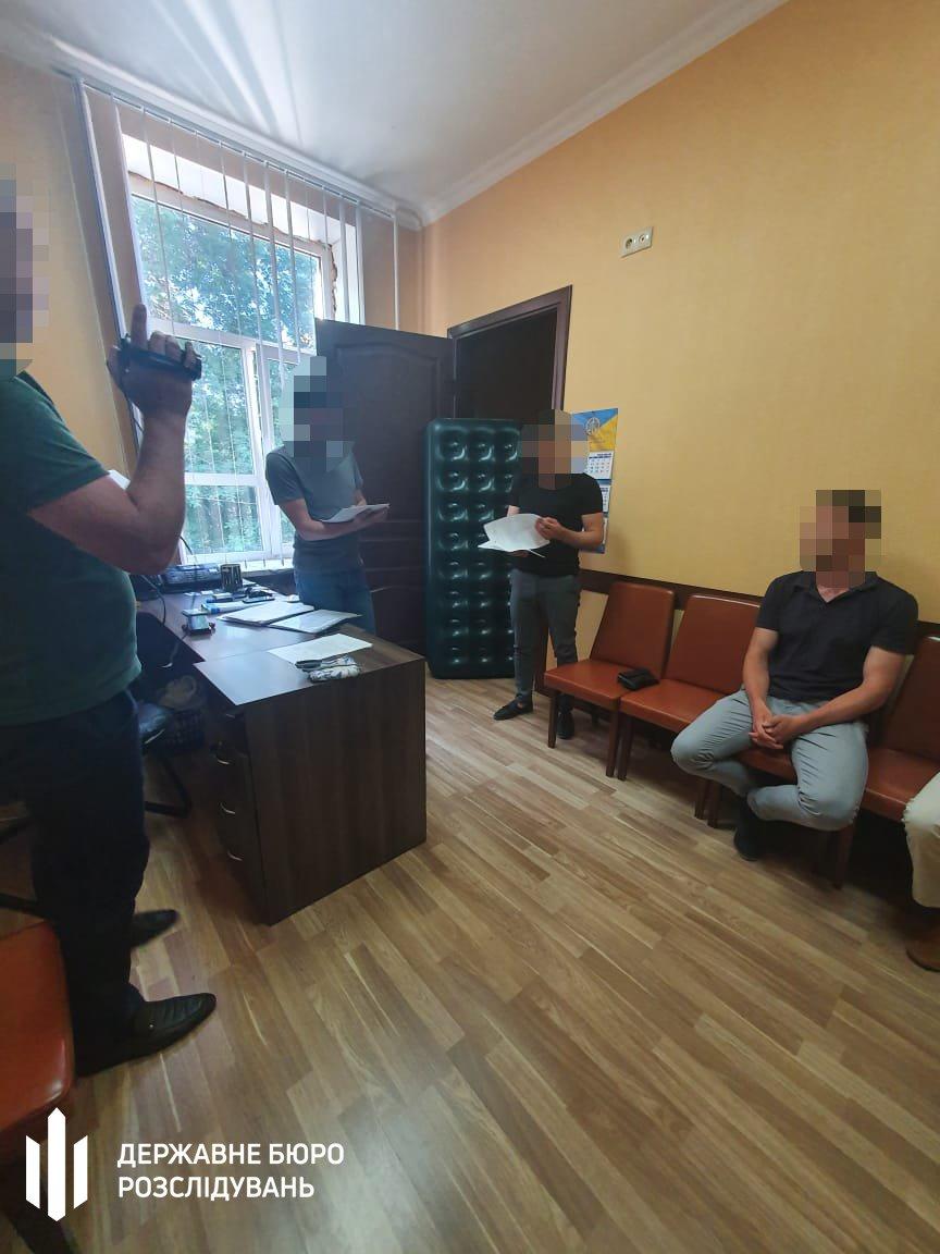 В Одесі затримали банду під орудою високопосадовця СБУ: вимагали гроші та погрожували убити рідних