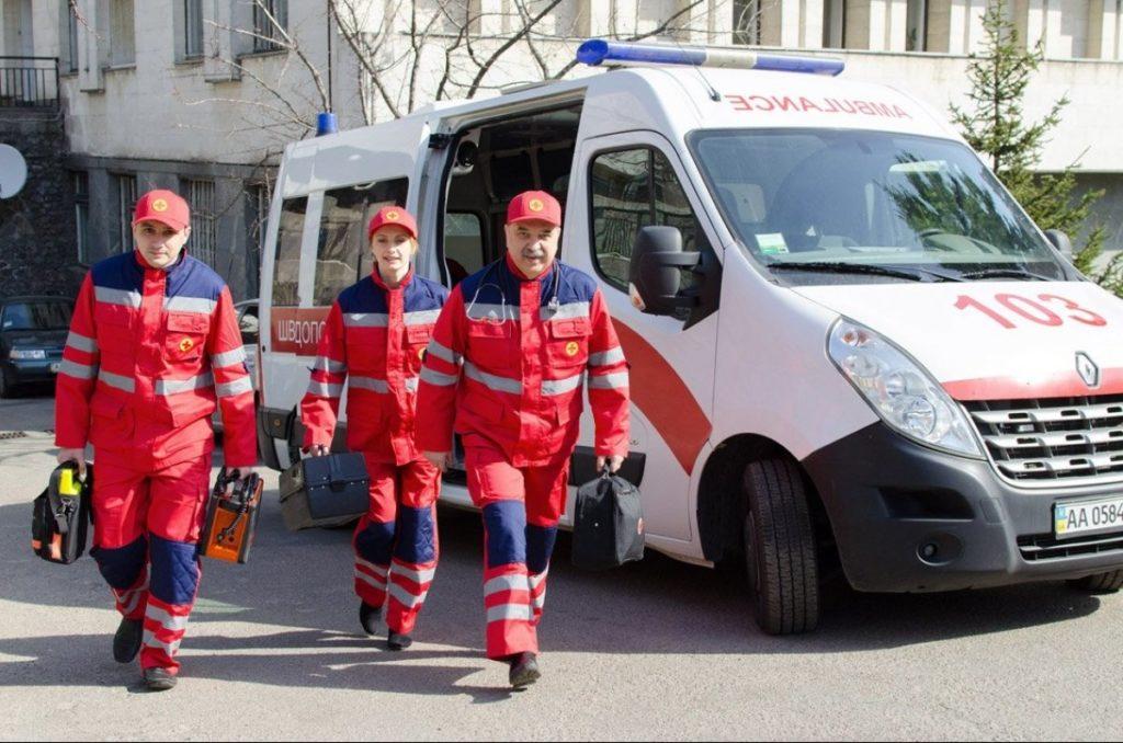 Наступного року лікарям швидкої допомоги піднімуть зарплату втричі: скільки хто отримуватиме - today.ua