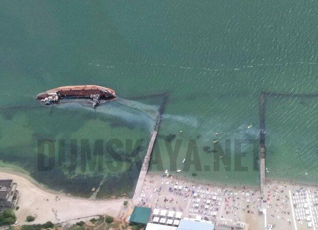 """""""Імпотентна влада"""": Зеленський жорстко відреагував на танкер """"Делфі"""", що лежить в акваторії одеського пляжу"""