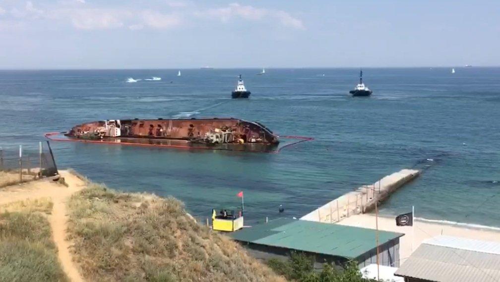 Спецоперація століття: в Одесі намагаються підняти затонулий танкер Delfi – відео