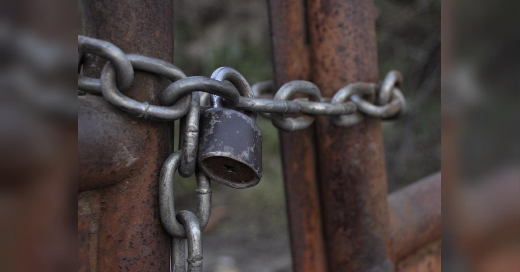 В Николаевской области опекуны десять лет держали пенсионера на цепи: жуткие подробности - today.ua
