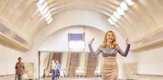 """Тіна Кароль стала співати у підземці - пасажири не вірять очам: все так погано після карантину"""" - today.ua"""
