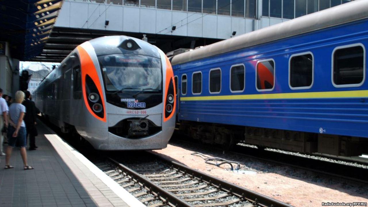 """""""Укрзализныця"""" обещает с августа восстановить все пассажирские маршруты, однако есть одно """"но"""" - today.ua"""