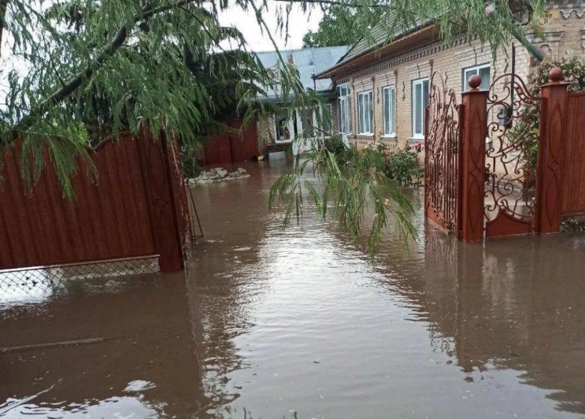 Відразу кілька стихій обрушилося на південь України: в зливах потонула Одеська область - today.ua