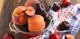 """Сливы и персики можно есть не всем: медики рассказали о вредных свойствах фруктов  """" - today.ua"""