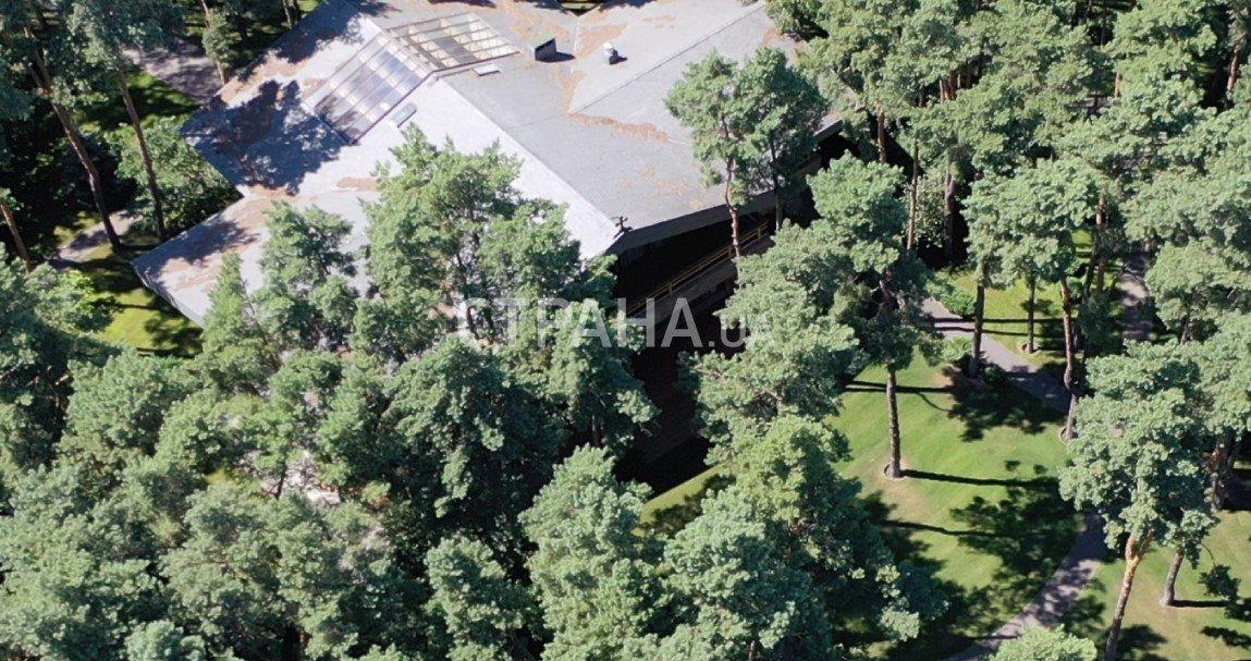 Мэр Кличко расстроил свое имение на Днепре: плавучий дом, вертолетная площадка и другие удобства