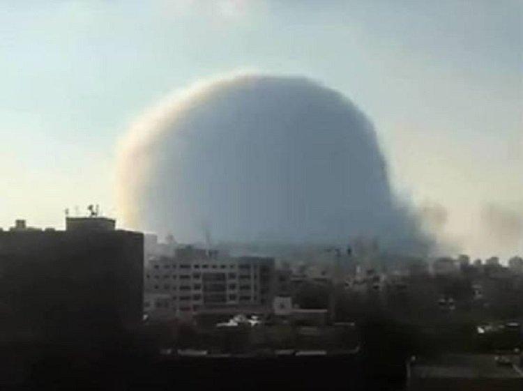 Катастрофа в Бейруті: президент Лівану заговорив про вибух бомби або ракетний удар по території порту