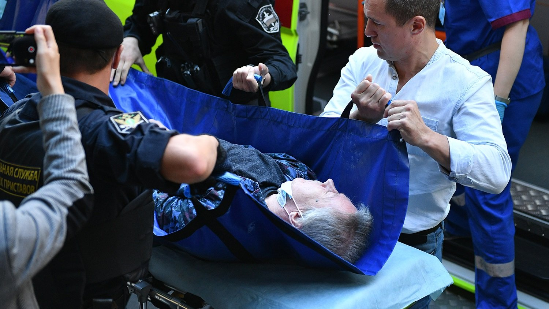 Єфремова на швидкій відвезли в лікарню з суду: лікар розповів про стан здоров'я актора