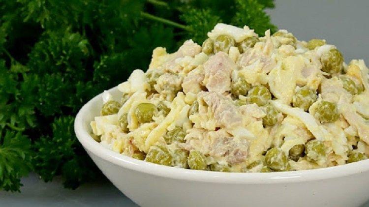 """Салат """"Август"""": рецепт смачної і простої в приготуванні страви для всієї родини"""