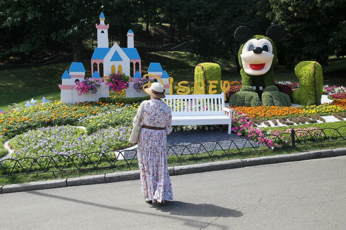 Уникальная цветочная выставка открылась в Киеве на Певческом поле «Мульт-ленд»: фото