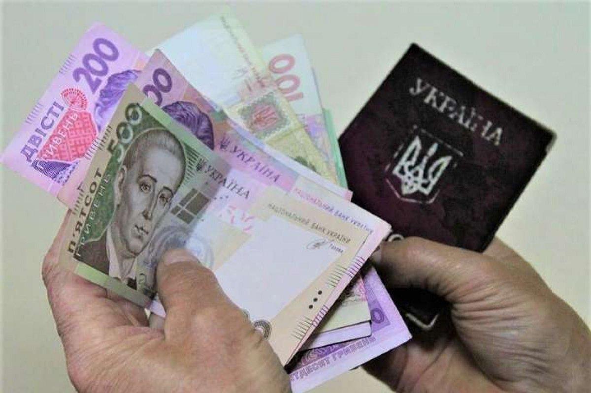 Пенсії, соцдопомогу і штрафи в Україні нараховуватимуть за новими правилами: що зміниться