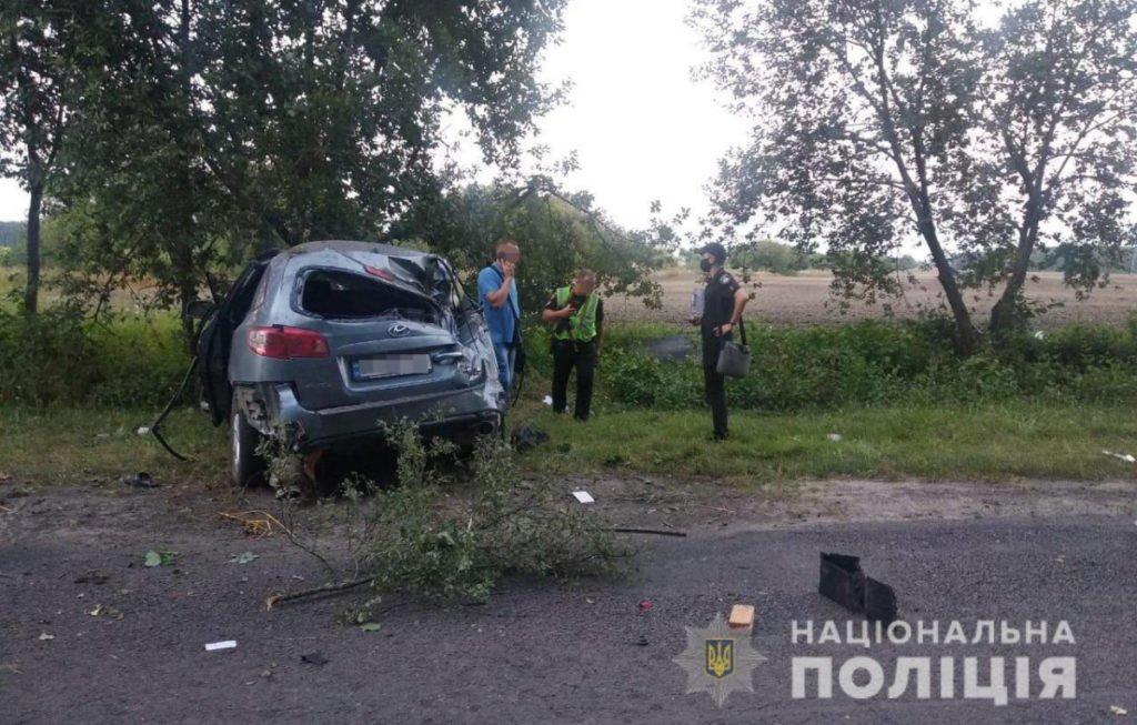 Смертельна ДТП під Львовом: позашляховик розбився вщент, четверо людей постраждали