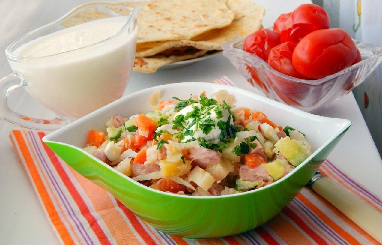 """Салат """"Август"""": рецепт смачної і простої в приготуванні страви для всієї родини - today.ua"""