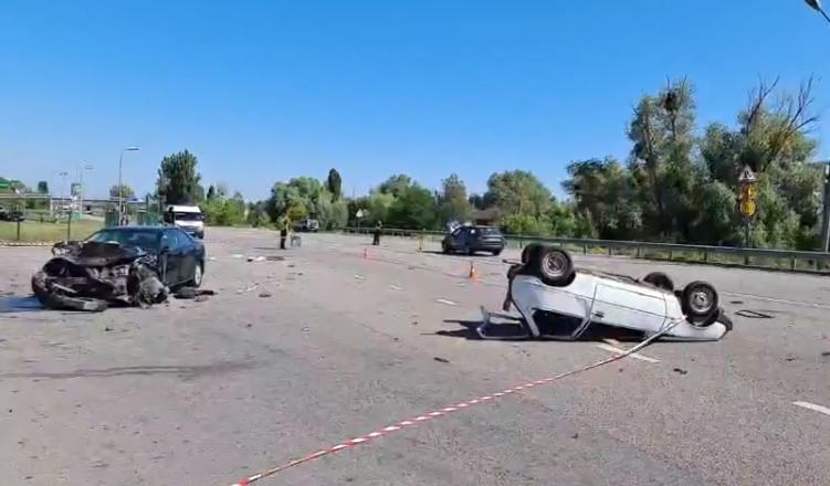 """Смертельна ДТП під Києвом: біля АЗС зіткнулися три авто, """"Таврію""""рознесло по всій дорозі - today.ua"""