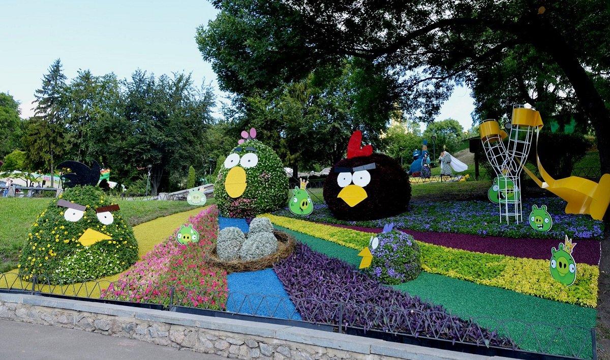 Унікальна квіткова виставка «Мульт-ленд» відкрилася в Києві на Співочому полі: фото - today.ua
