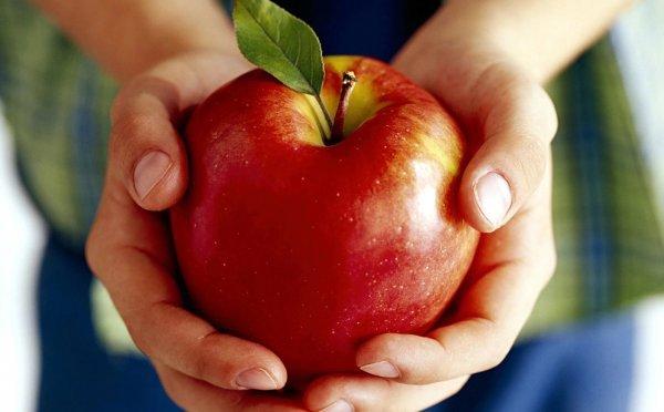 Красные фрукты и овощи полезны для мужского здоровья: о чем важно знать