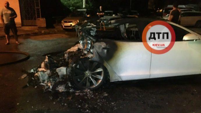 У Києві спалили Tesla Андрія Богдана: всі подробиці