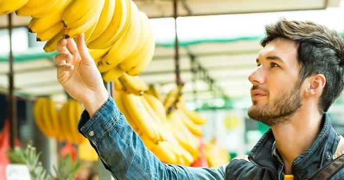 Банани виявилися небезпечні для здоров'я: в яких випадках про фрукт варто забути