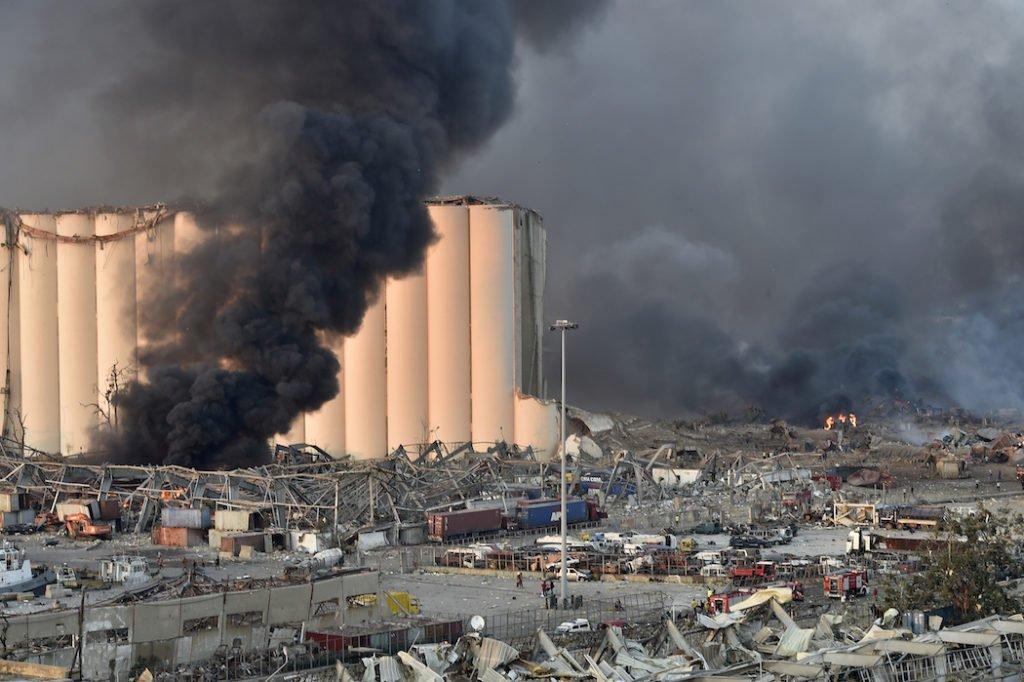 Взрыв в Бейруте: количество жертв выросло, власти хотят ввести ЧП - последние подробности трагедии