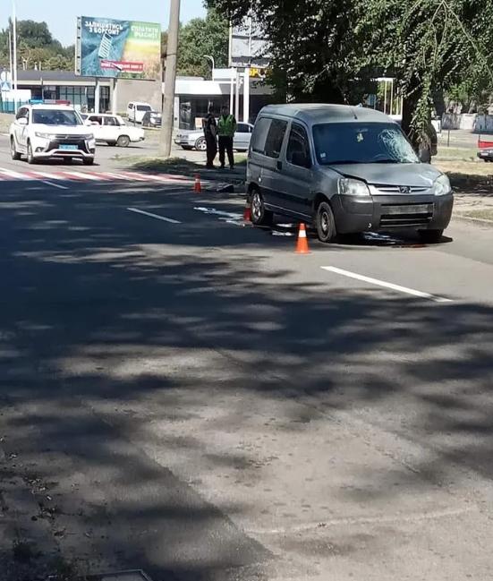 Смертельна ДТП на Дніпропетровщині: водій Peugeot збив суддю на пішохідному переході (фото)