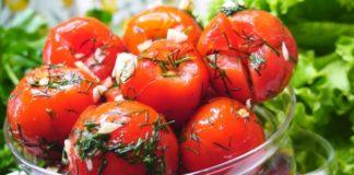 """Помідори малосольні: простий рецепт запаморочливо смачної закуски"""" - today.ua"""