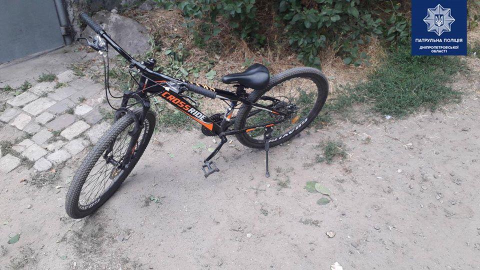 У Дніпрі 9-річний хлопчик скоїв ДТП і втік, залишивши збитого велосипедиста