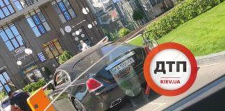 В Киеве шлагбаум повредил Rolls-Royce  - today.ua
