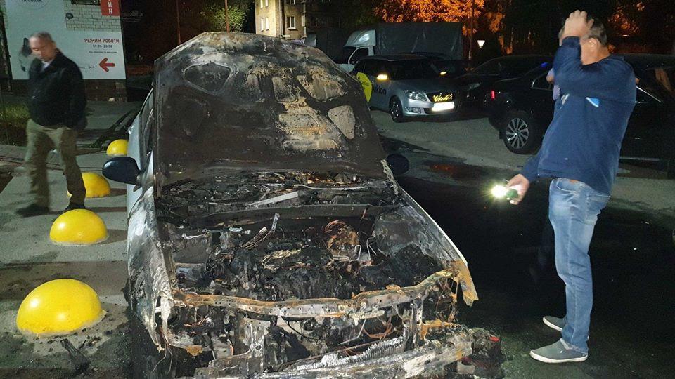 Поджог автомобиля журналистов-расследователей: у Зеленского отреагировали