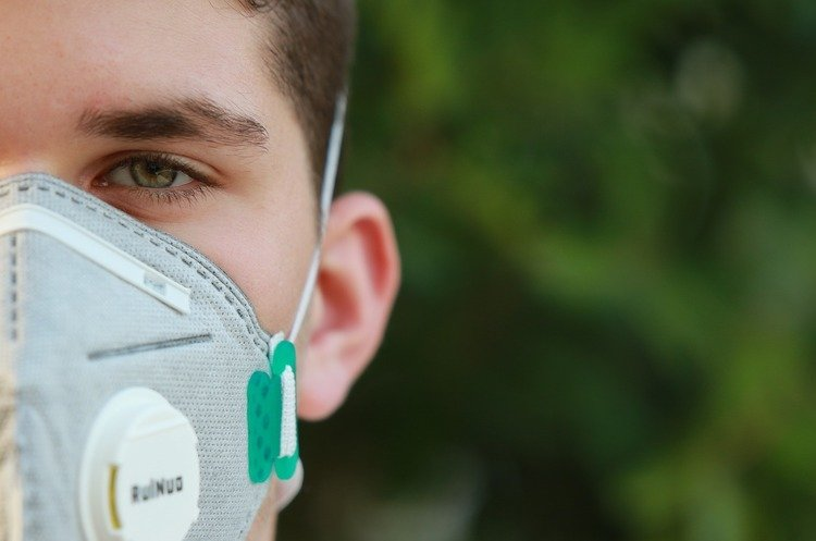 Коронавирус в Украине побил второй антирекорд за сутки: количество заболевших превысило 1300 человек - today.ua