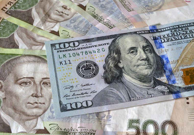 Курс долара в Україні: МВФ загрожує обвалити гривню