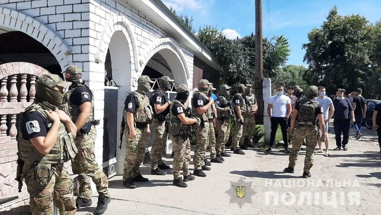Конфликт с ромами в Харьковской области: село окружено полицией и спецназом - что там происходит - today.ua