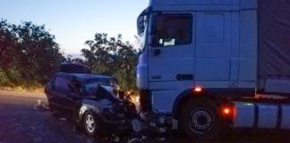 """ДТП поблизу Южноукраїнська: легковий автомобіль врізався у вантажівку - є жертви"""" - today.ua"""